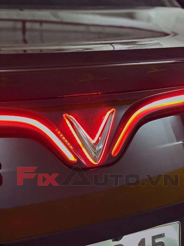 Độ đèn led logo Vinfast