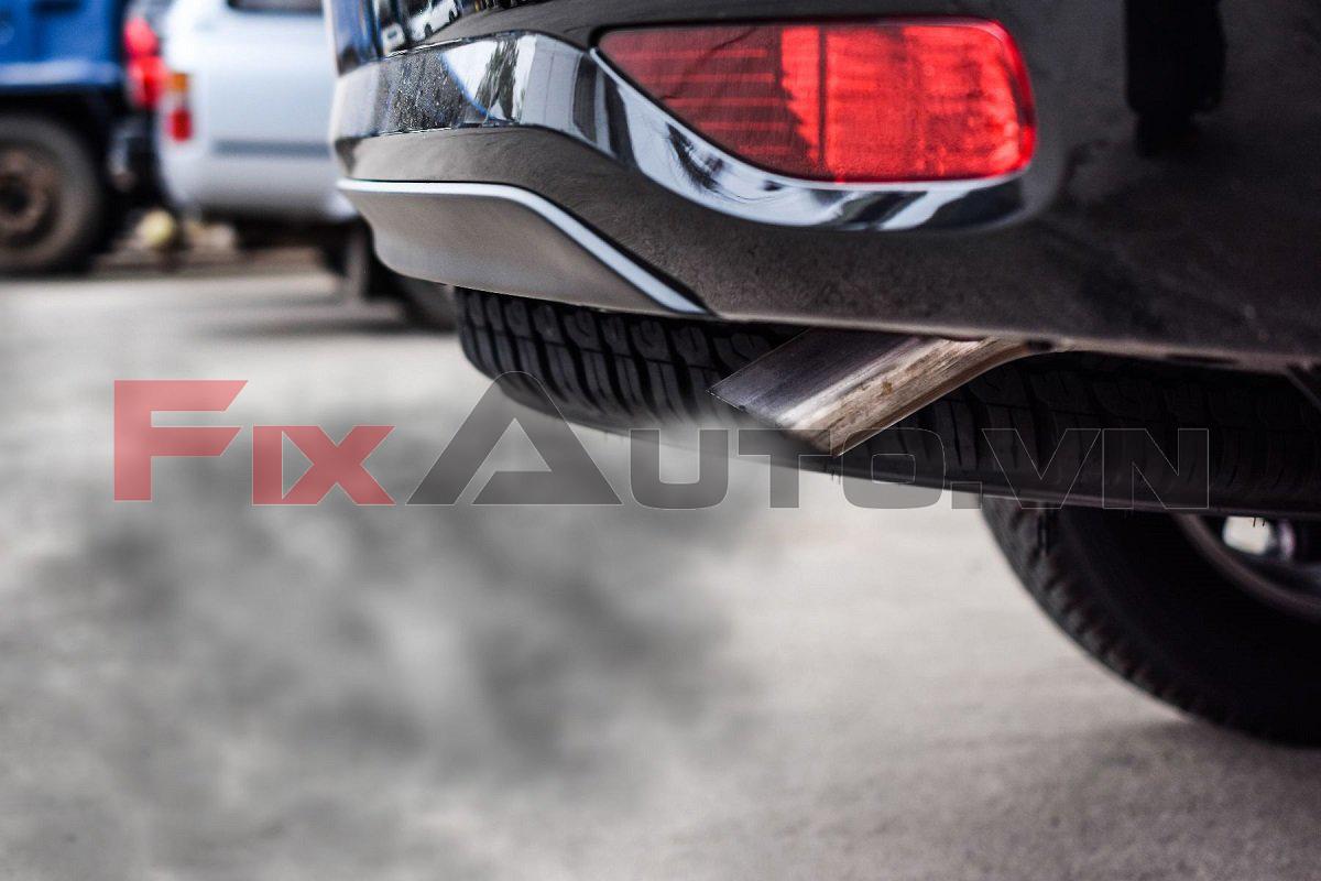 Khói xe ô tô có mùi khó chịu