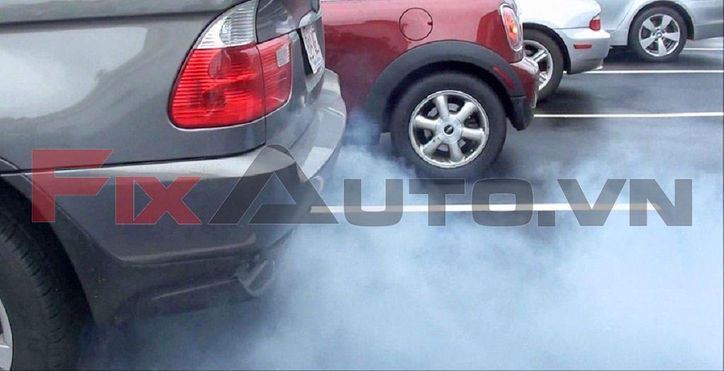 Tình trạng khói xe ô tô có mùi